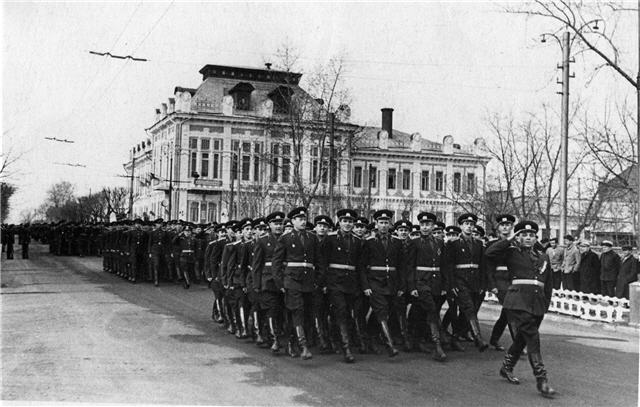 Парад на улице Карла Маркса