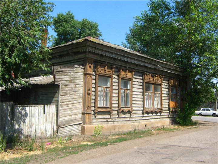 На углу улиц Кутузова и Комсомольской