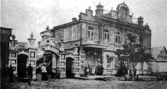 Частный дом с магазином